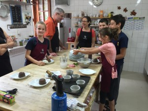 Family cooking in the Dordogne
